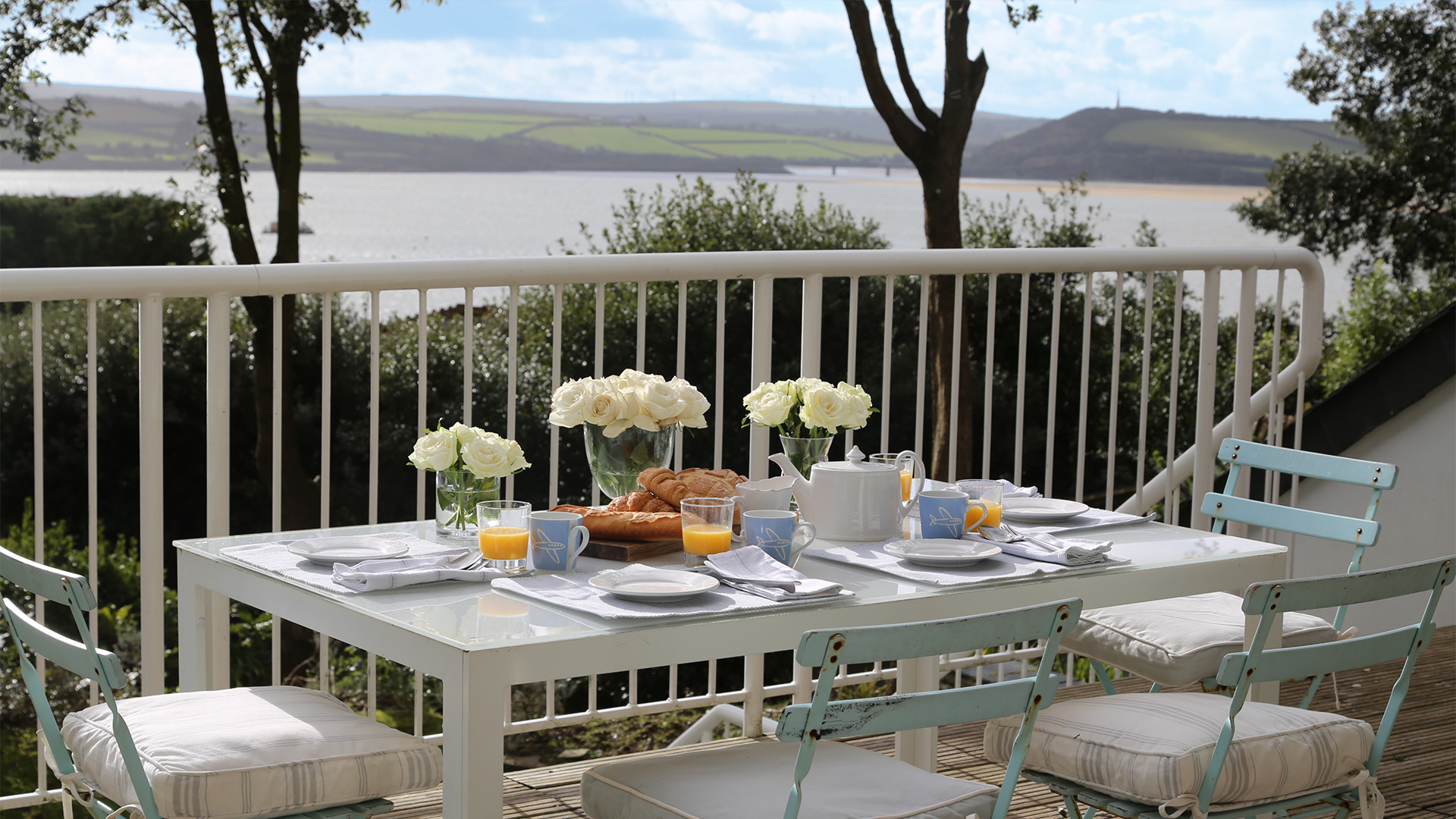 Tomhara - Breakfast on the sun deck